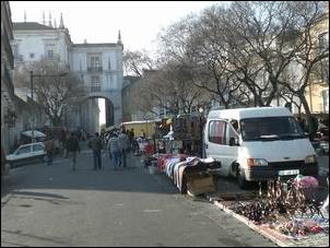 Arco de Sao Vicente and the Feira da Ladra