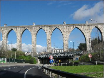 The first  two smaller arches of the aqueduct