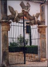 Vila Vi�osa             Palace's 'Knot Gate'
